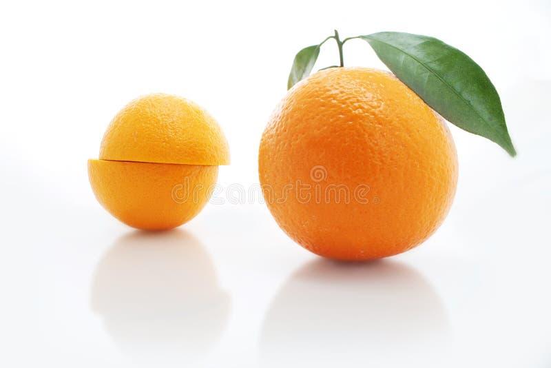在白色背景隔绝的橙色果子 库存照片