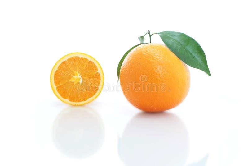 在白色背景隔绝的橙色果子 免版税库存照片