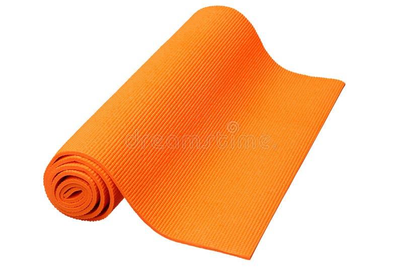 在白色背景隔绝的橙色瑜伽席子 免版税库存图片