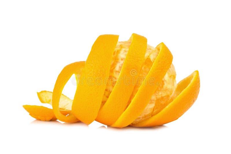 在白色背景隔绝的橙色螺旋果皮 免版税库存图片