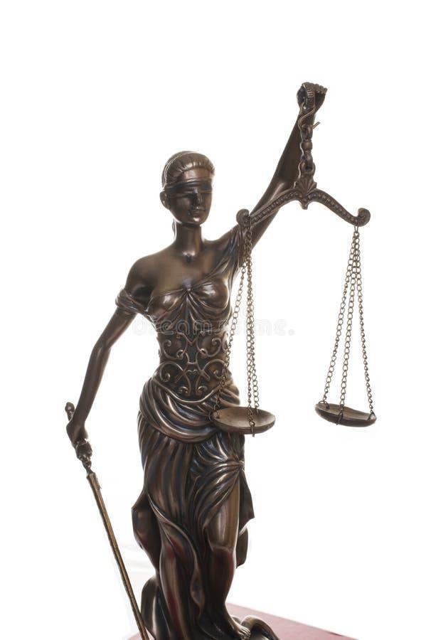 在白色背景隔绝的正义雕象 免版税图库摄影
