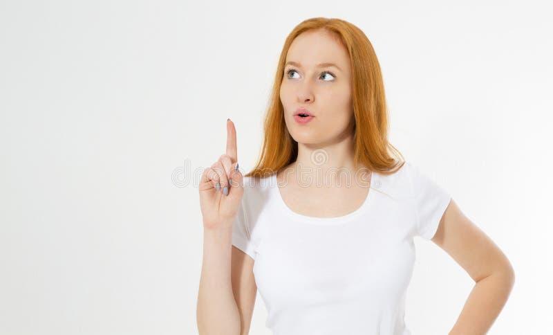 在白色背景隔绝的照片哇红色头发夫人指向她的在尤里卡标志的手指,有巨大创新想法, 免版税库存图片