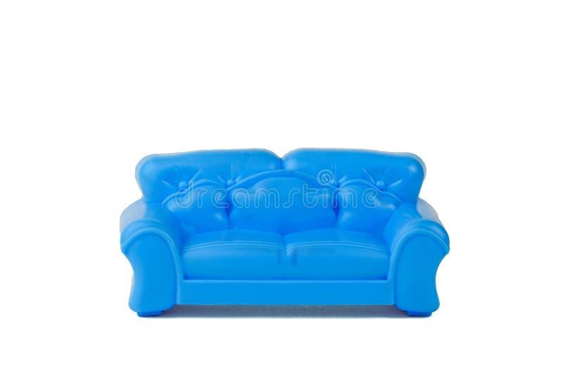 在白色背景隔绝的玩具现代蓝色美丽的沙发 r 免版税图库摄影