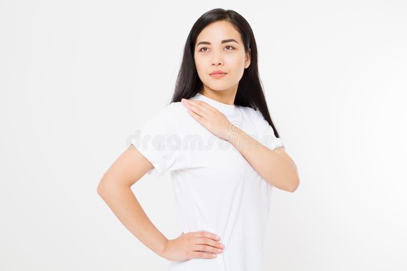 在白色背景隔绝的画象亚洲秀丽妇女面孔 日本妇女组成和头发健康 复制空间 健康皮肤 免版税库存照片