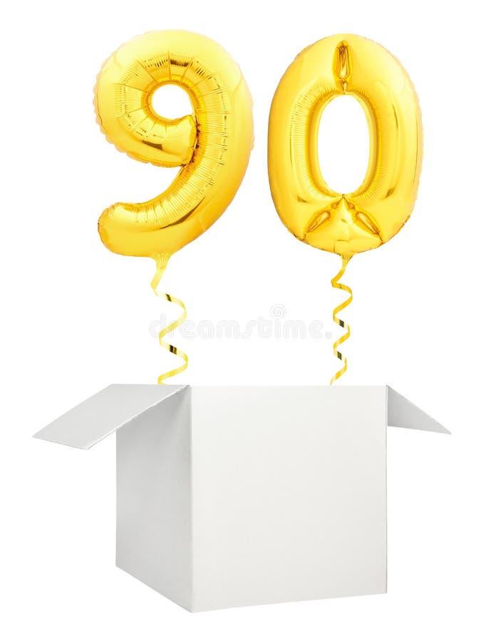 在白色背景隔绝的空白的白色箱子外面的金黄第九十气球飞行 库存照片