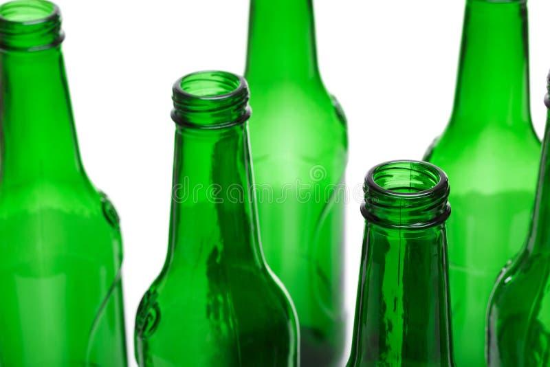 在白色背景隔绝的空的绿色玻璃瓶 回收的概念 库存照片