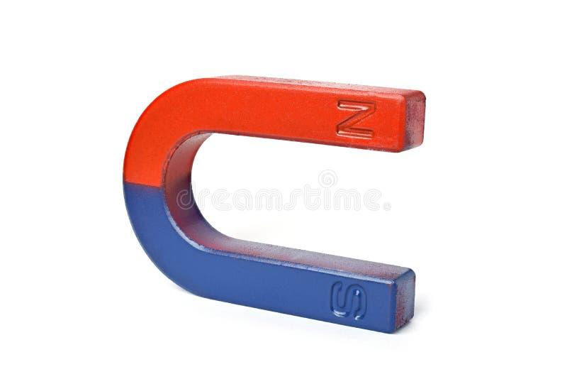 在白色背景隔绝的红色和蓝色马掌磁铁 免版税图库摄影