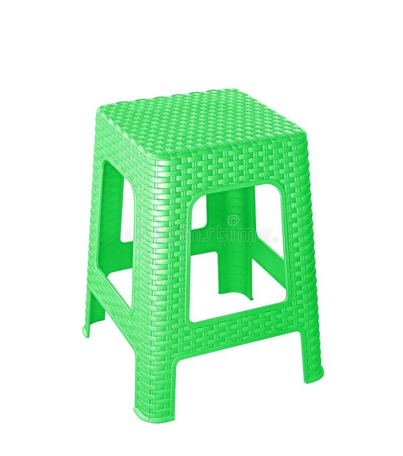 在白色背景隔绝的绿色塑料椅子 免版税库存照片