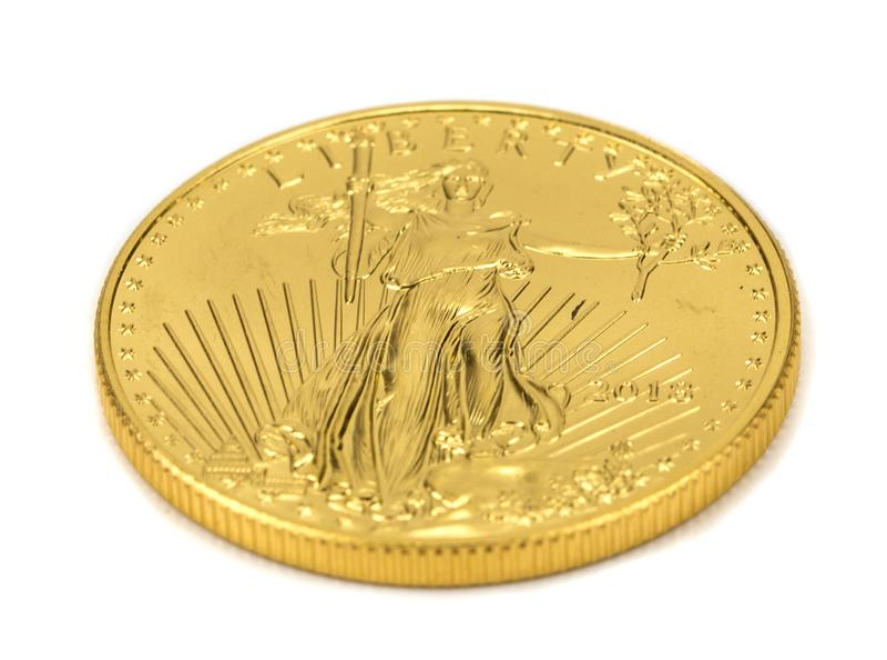 在白色背景隔绝的美国金老鹰金块硬币 免版税库存图片