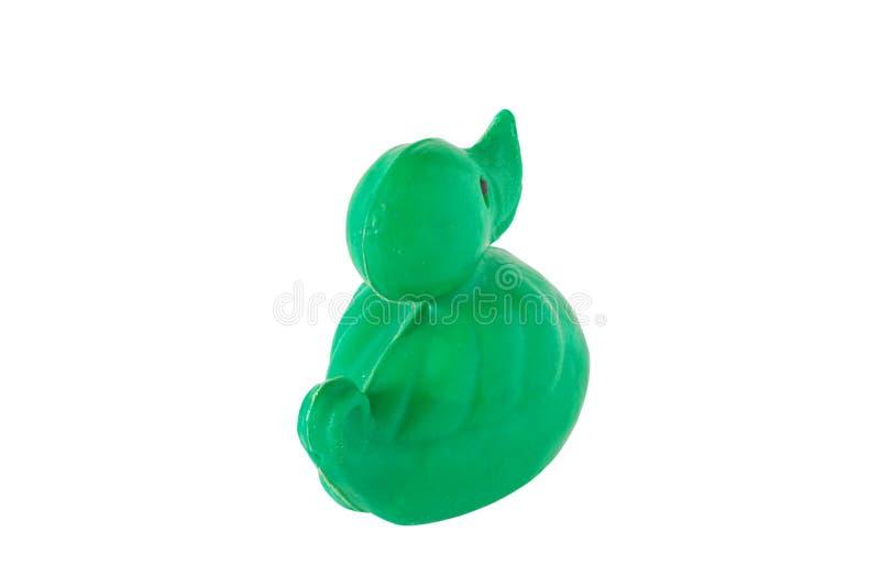 在白色背景隔绝的老塑料婴孩玩具绿色鸭子的图象 免版税库存图片