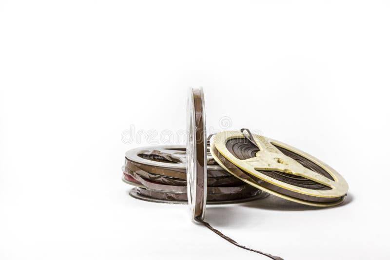 在白色背景隔绝的老被抓的卷轴音乐磁带 免版税库存图片