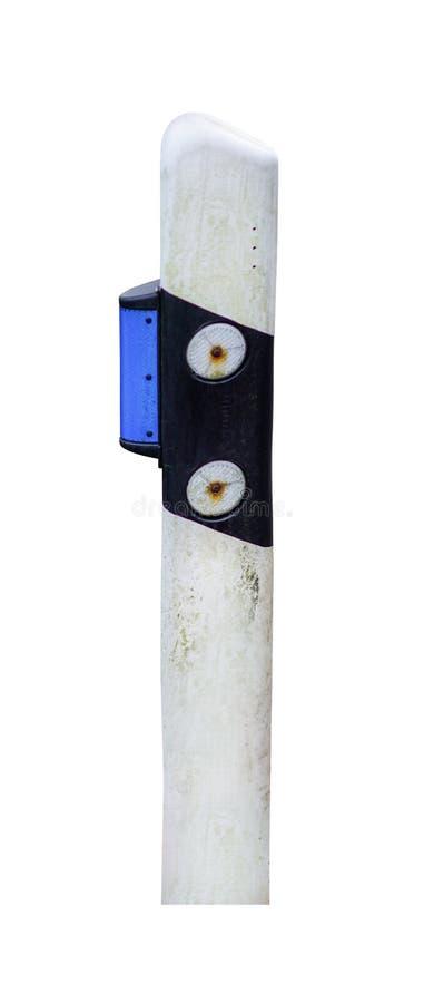 在白色背景隔绝的肮脏的路反射器 免版税库存照片