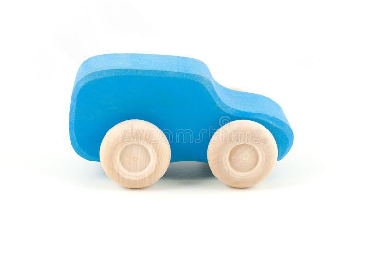 在白色背景隔绝的蓝色木玩具汽车 库存照片