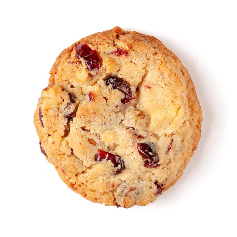 在白色背景隔绝的蔓越桔白色巧克力饼干 免版税图库摄影