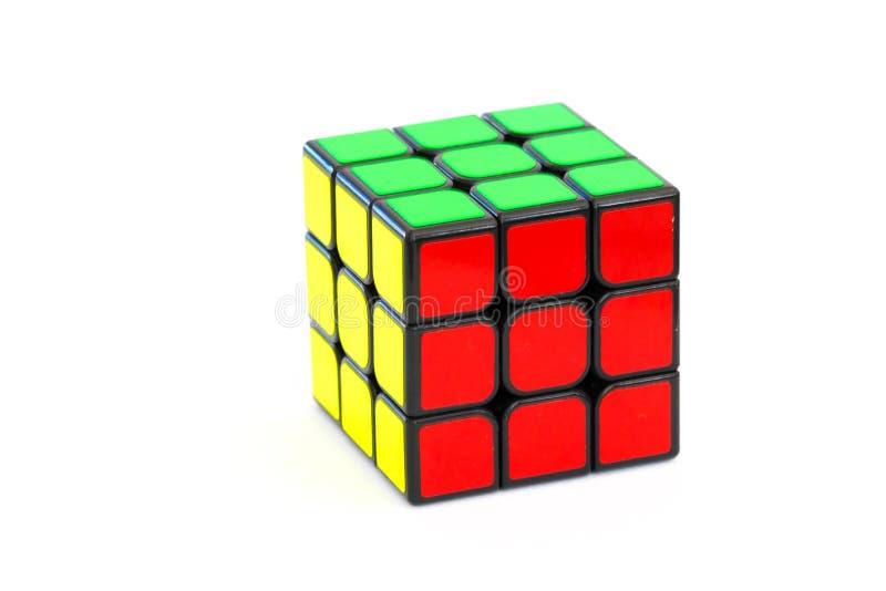 在白色背景隔绝的解决的Rubik ` s立方体 图库摄影