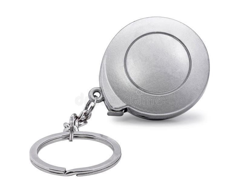 在白色背景隔绝的钢钥匙链 在测量的磁带概念的空白的钥匙圈 r 库存例证