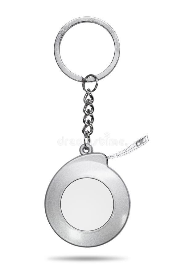 在白色背景隔绝的钢钥匙链 在测量的磁带概念的空白的钥匙圈 r 皇族释放例证