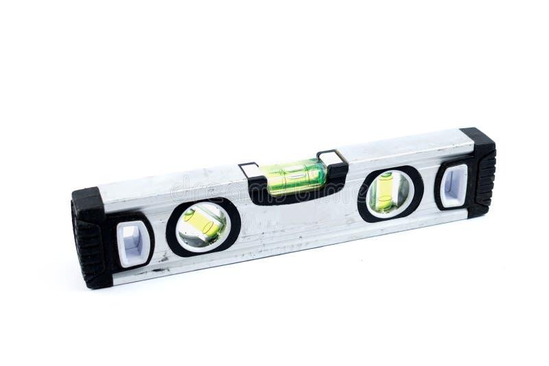 在白色背景隔绝的银色水平仪 建筑室内漆滚筒工具墙壁 金属小精神杠杆 修理工具 免版税库存图片