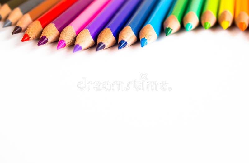 在白色背景隔绝的颜色铅笔 库存照片