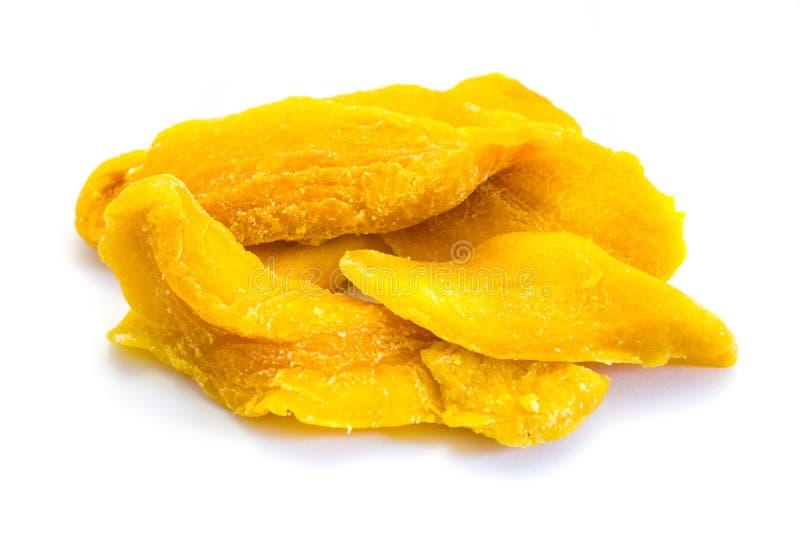 在白色背景隔绝的黄色干芒果小条 图库摄影