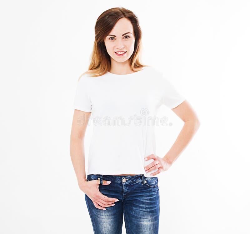 在白色背景隔绝的T恤杉的微笑白种人妇女,假装为设计 免版税库存照片