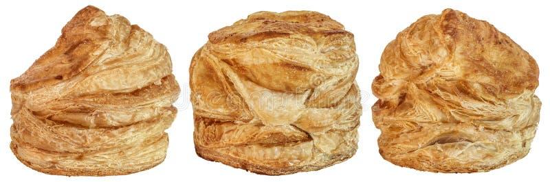 在白色背景隔绝的三个乳酪油酥点心芝麻小圆面包 库存图片