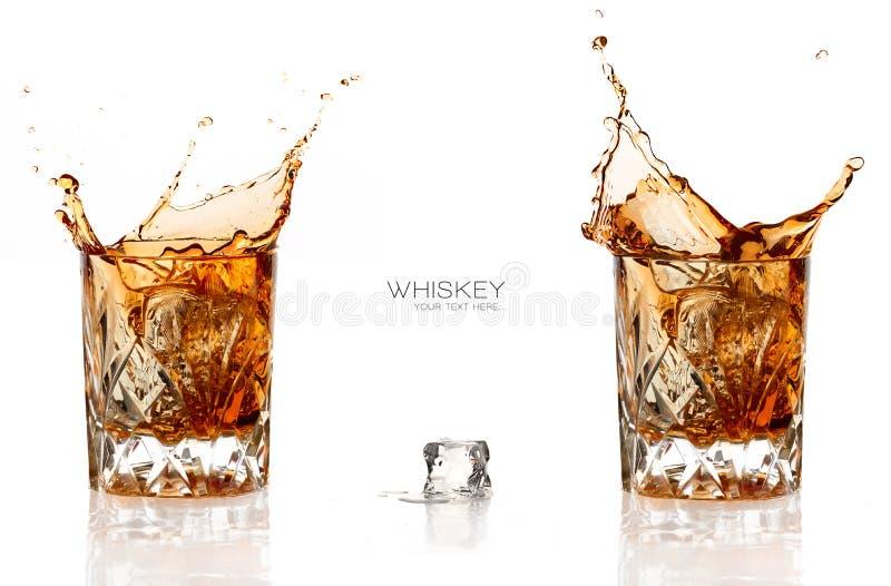 在白色背景隔绝的两威士忌酒飞溅 免版税库存照片