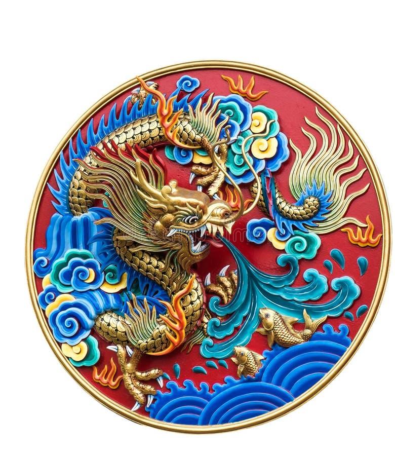 在白色背景隔绝的中国龙墙壁雕塑 免版税图库摄影