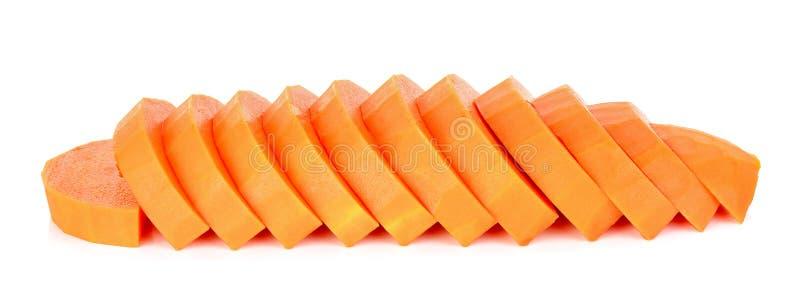 在白色背景隔绝的切片成熟番木瓜 库存图片