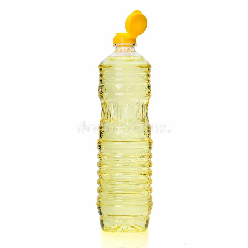 在白色背景隔绝的塑料瓶的菜油 免版税库存照片