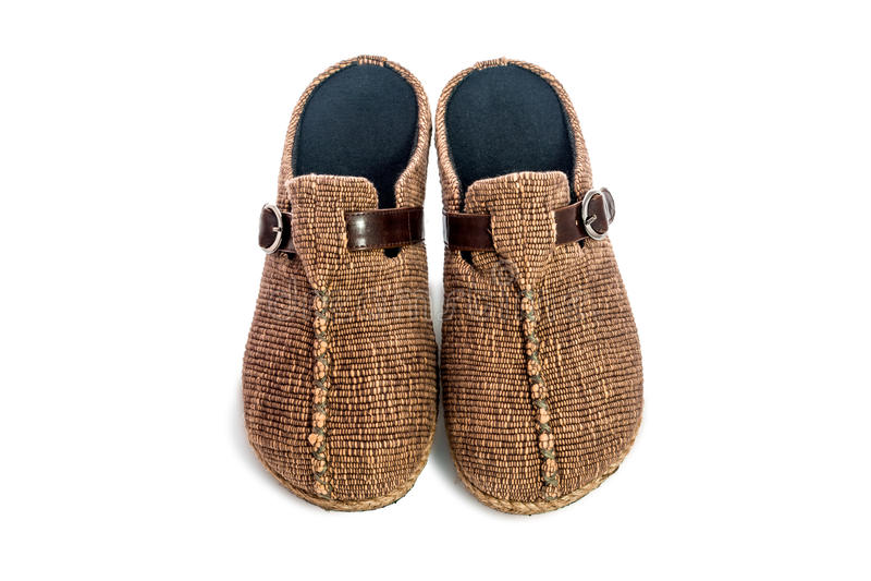 Download 在白色背景隔绝的布朗拖鞋 库存照片. 图片 包括有 查出, 五颜六色, 背包, 休闲, 对象, 蓬松, 详细资料 - 72360474