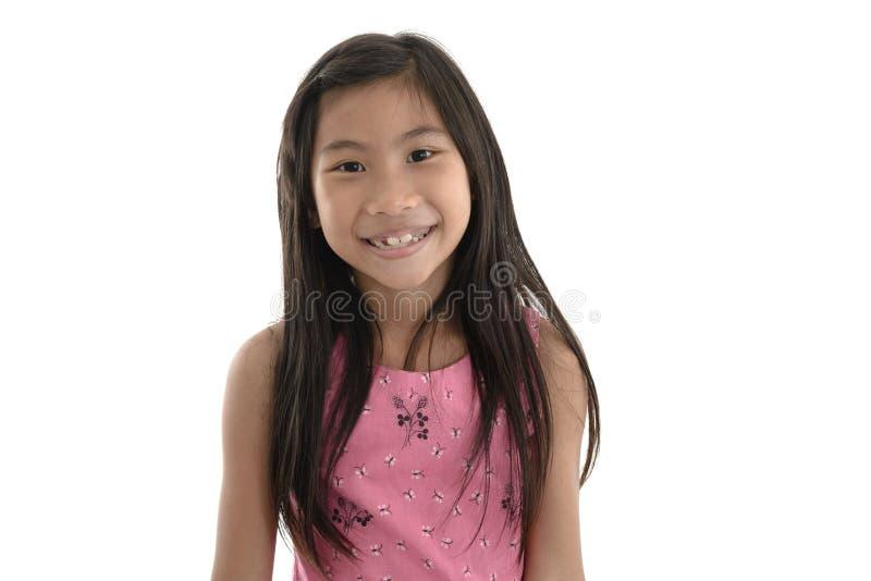 在白色背景隔绝的愉快的亚裔孩子画象  免版税库存照片