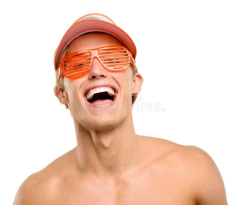 在白色背景隔绝的愉快年轻人微笑 免版税库存照片