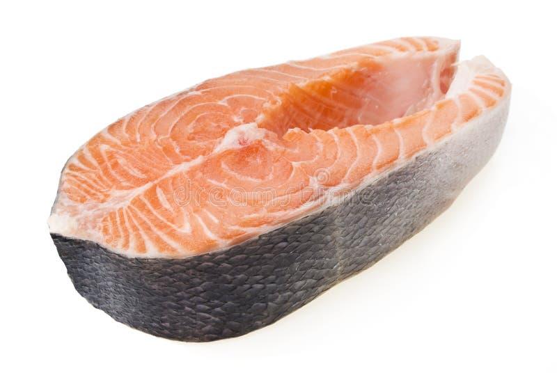 在白色背景隔绝的新鲜的未加工的三文鱼 免版税库存照片