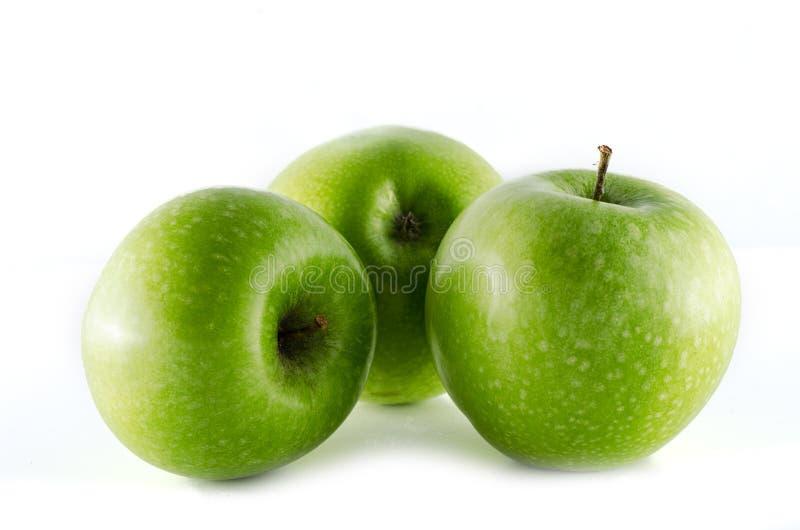 在白色背景隔绝的格兰尼史密斯苹果苹果 库存照片