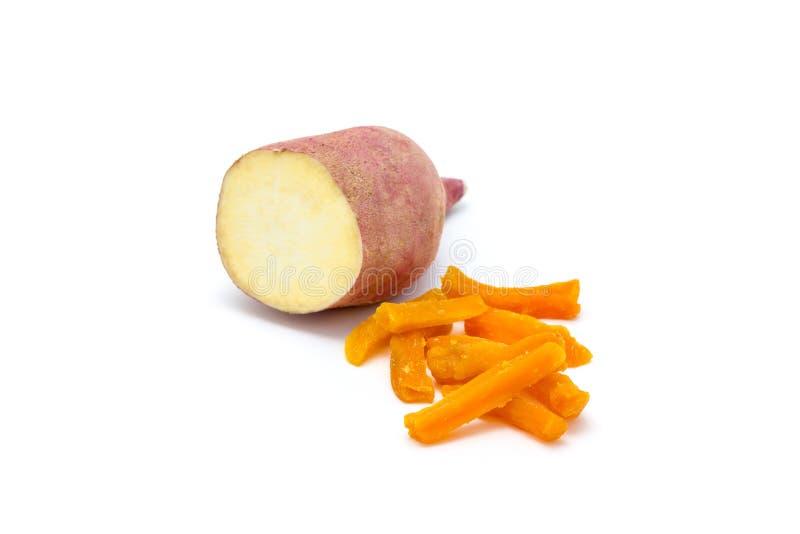 在白色背景隔绝的被烘烤的白薯油炸物 免版税库存图片