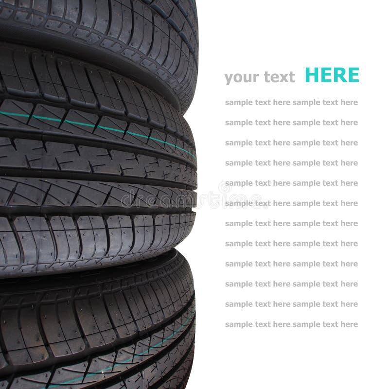 在白色背景隔绝的轮胎堆 免版税库存照片