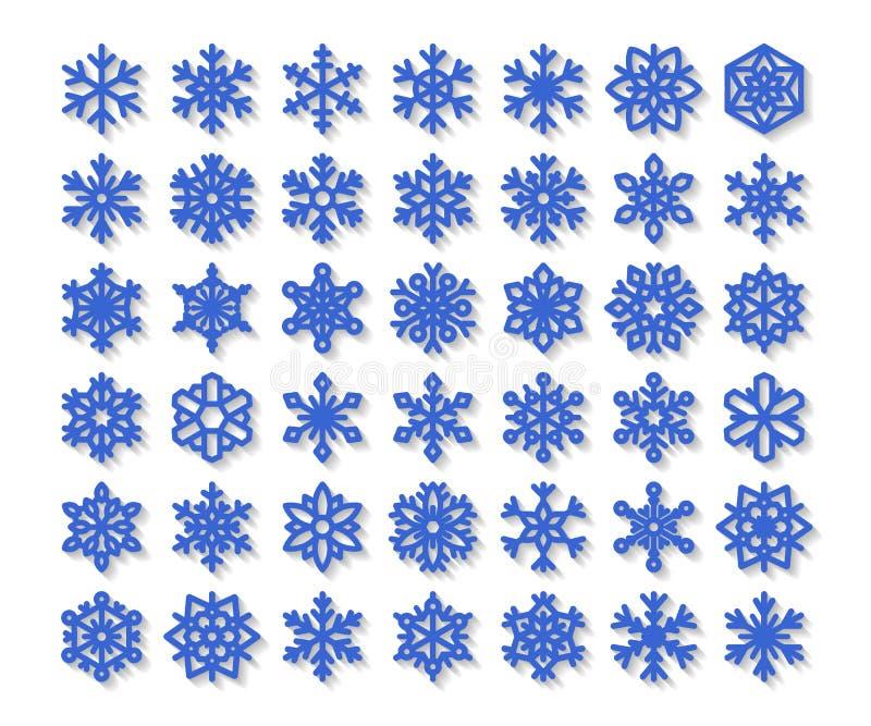 在白色背景隔绝的逗人喜爱的雪花收藏 平的雪象,雪剥落剪影 圣诞节禁令的好的雪花 向量例证