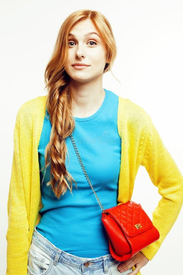 在白色背景隔绝的年轻人相当红色头发妇女愉快微笑,生活方式人概念 图库摄影