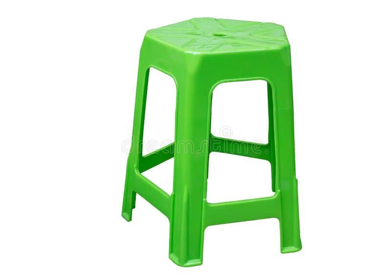 在白色背景隔绝的绿色塑料椅子 库存照片