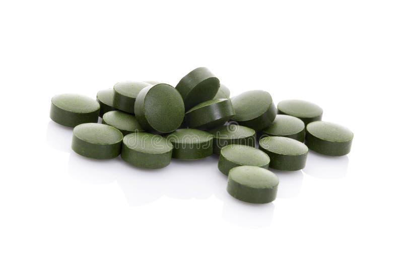 在白色背景隔绝的绿色药片。 库存照片