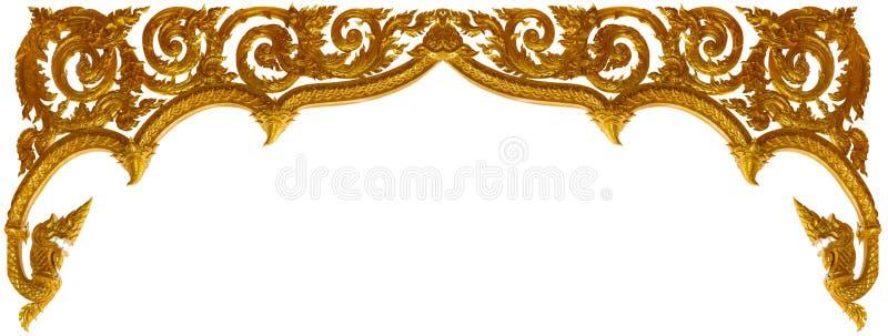 在白色背景雕刻了装饰品框架艺术隔绝的金子 免版税库存照片