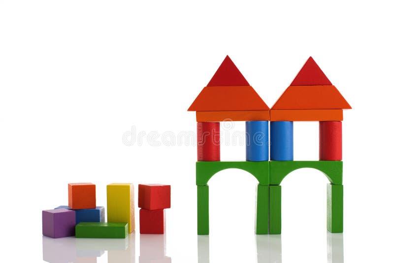 在白色背景,蒙台梭利educa的木玩具块 免版税图库摄影