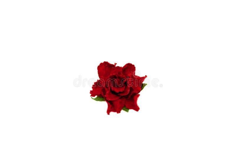 在白色背景scrapbooking的小红色纸康乃馨花隔绝的 免版税库存照片