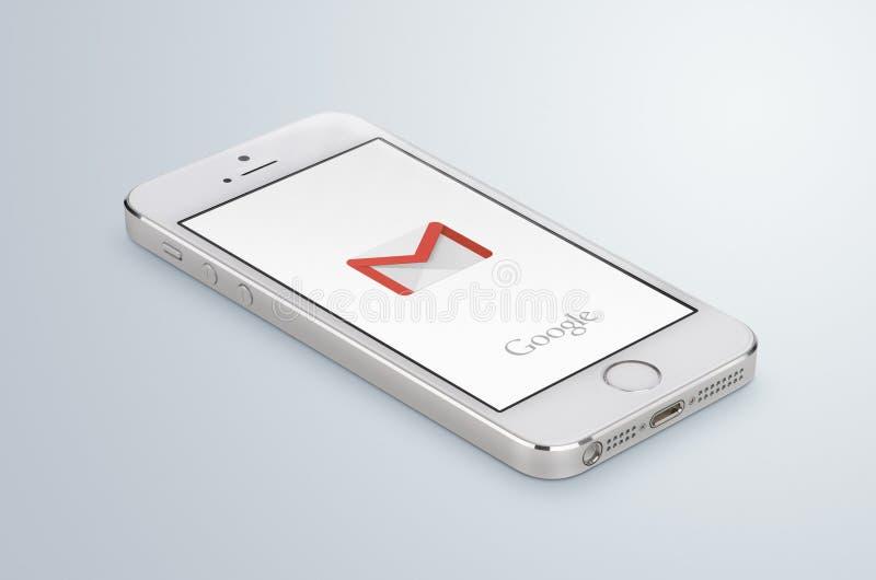 在白色苹果计算机iPhone 5s显示的谷歌Gmail app商标 免版税库存照片