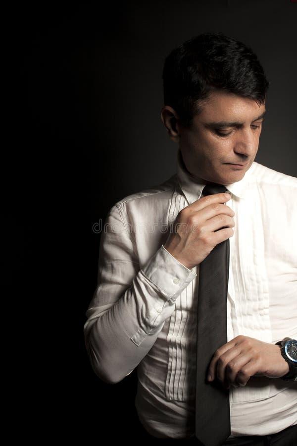 Download 在白色衬衣的商人和半正式礼服在黑色 库存图片. 图片 包括有 突出, 衬衣, 空白, 投反对票, 英俊, 设计 - 72363493