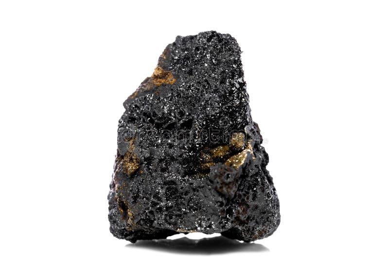 在白色被隔绝的背景前面的未加工和未精制的锰矿石 免版税库存图片