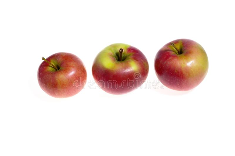 在白色隔绝的三个红色苹果 免版税库存照片