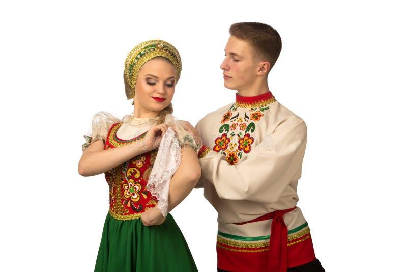 在白色隔绝的俄国民间服装的美好的白种人cuple跳舞 库存图片