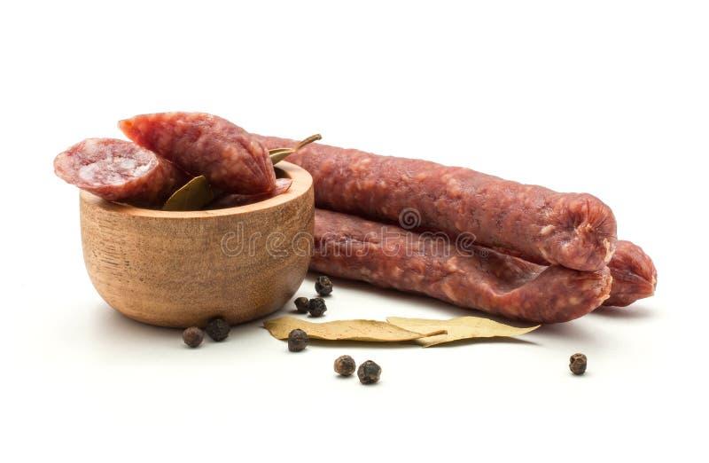 在白色隔绝的匈牙利风干香肠意大利辣味香肠 库存图片